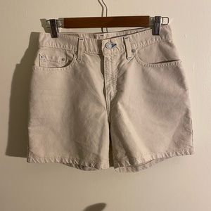 Preowned Levi's Linen Feel Shorts  Size: 6